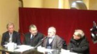 È ritornato al Teatro Trianon Viviani di Napoli il maestro Roberto De Simone.