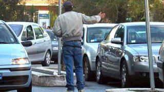 Blitz parcheggiatori abusivi