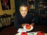 Il pasticciere Guglielmo Mazzaro presenta il babà di San Gennaro
