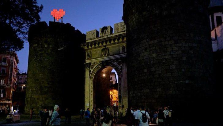"""#CUOREDINAPOLI a Porta Capuana è spento, Capocelli: """"Importante progetto dell'Accademia di Belle Arti, deve tornare a pulsare"""""""