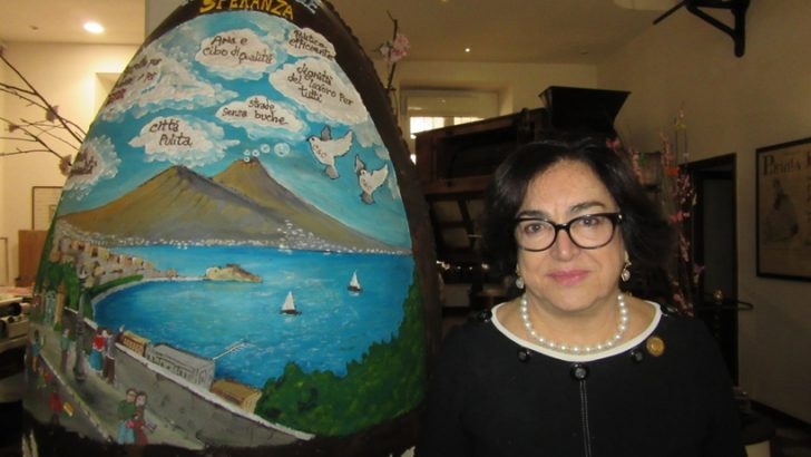 Pasqua 2018, l'uovo gigante di Gay-Odin è dedicato a Napoli come 'Capitale della speranza'
