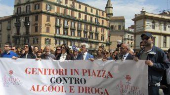 Genitori in corteo a Napoli contro alcool e droga