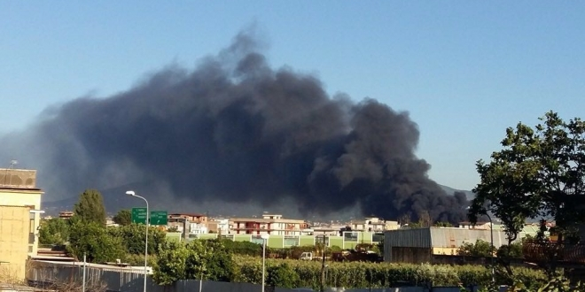 Incendio in via Giglio, l'intervento dei VV.FF. ha evitato conseguenze catastrofiche