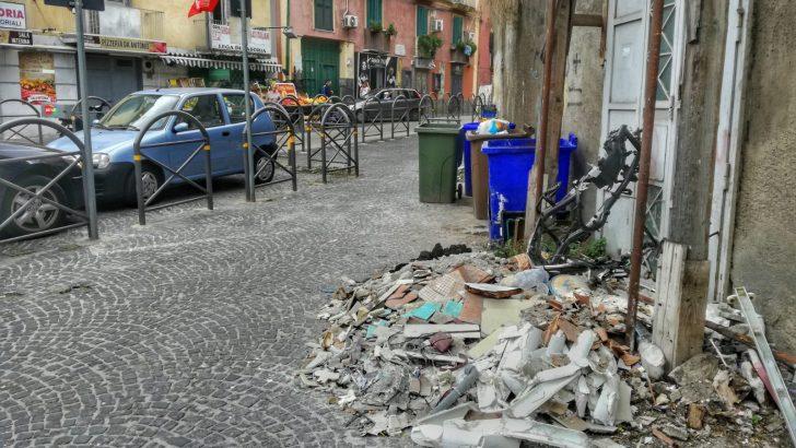 """Scarti edili in via Cavour, Casoria Ambiente: """"Non tocca a noi rimuoverli"""""""