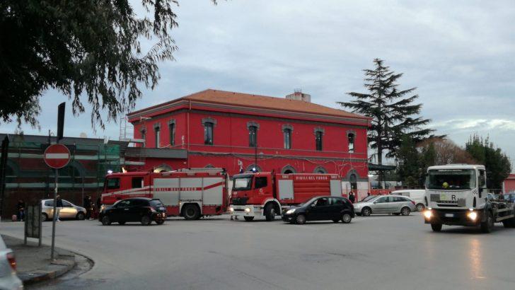Treno in fiamme alla stazione di Casoria.