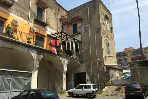 Sprofonda un fabbricato a Via Santa Croce, evacuata la zona
