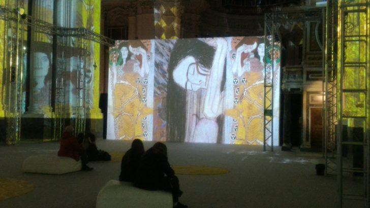 Klimt experience.                     Il percorso multimediale e immersivo che piace alla città di Napoli.