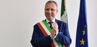 Domani presentazione della giunta comunale del Sindaco Raffaele Bene