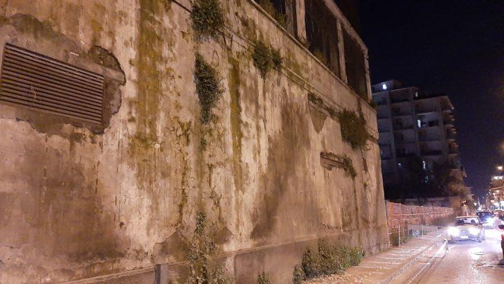 Caduta di calcinacci in Via Vittorio Emanuele, intervengono i Vigili del Fuoco
