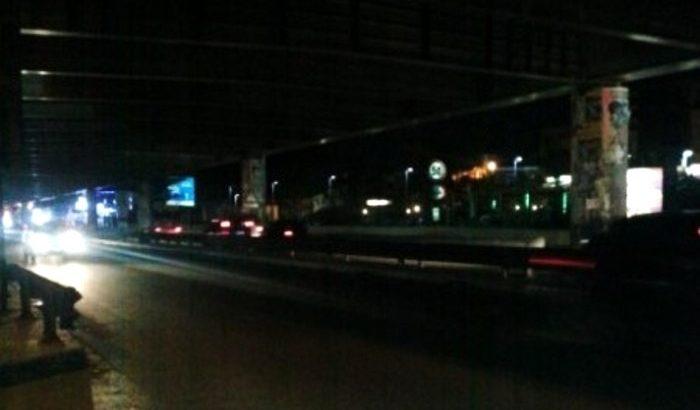 VIDEO – Una zona di Casoria è al buio: scaduto il contratto con la ditta per la manutenzione