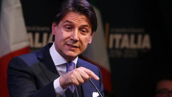 L'ex premier Giuseppe Conte a Casoria al megastore Euronics Tufano